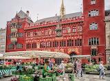 Bearbeitet-Basel Markt mit Rathaus