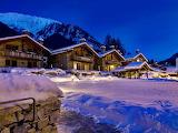 Domy w gorach zimą