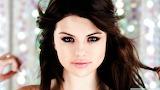 Selena-gomez-portrait_00445089