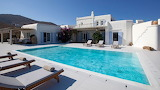 Pretty white villa and pool in Mykonos
