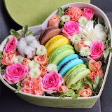 Flowers with your Macarons
