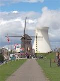 België Antwerpen Doel Oude-molen-naast-Atoomcentrale