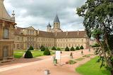 Abbaye de Cluny et sa cour
