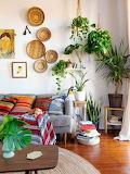 Small-boho-living-room-with-wall-art-ideas