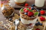 Cereales , crema y frutas