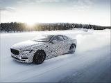 Auto en la nieve