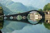 Famoso-ponte-del-diavolo-fiume-serchio-mozzano-lucca