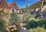 Casas y rio
