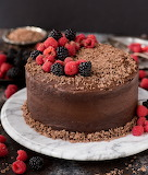 Milk chocolate cake with berries