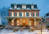 Delaware festive house