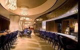 Salón de comidas y bebidas lujosos