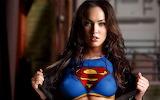 Megan Fox .