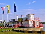 Steamboat-restaurant-food-dock-boat-vintage