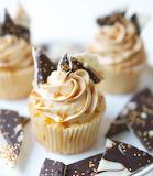 Chocolate bark caramel cupcakes