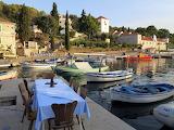 Waterside dining Šolta Maslinica Hrvatska Hafen Crotia