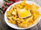 Eda-meksikanskaya-nachos-chipsy