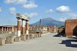 Scavi di Pompei-Foro con Vesuvio