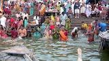 Inde bain rituel dans le Gange