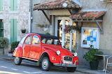 Citroen-2cv-car-transport-red-color