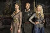 Vikings-princess-aslaug-alyssa-sutherland-ragnar-lothbrok-travis
