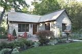 Murphy-co-design-gatehouse-exterior1-via-smallhousebliss
