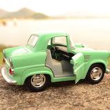 Cute little car!