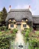 ^ Cottage in Honington, Warwickshire, England