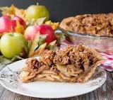 Toffee apple crumble pie
