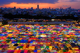 Tom's Hardware-night-market-Thailand-Bangkok-colorful-landscape
