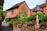 Restaurant-red-brick-buildings-france-collonges-la-rouge