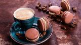 Macaroni y taza de chocolate