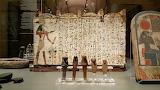 Statuette-e-scritti-geroglifici-al-Museo-Egizio-di-Torino