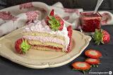 Pan-di-spagna-torta-panna-e-fragole-