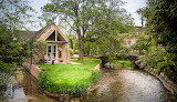 Cotswolds-romantic-island-cottage-cirencester-england