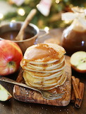 Apple pancakes with caramel sauce