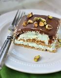 Pistachio éclair cake