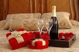 Festejo con regalos y champagne