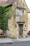 ^ This pub claims to be England's oldest inn