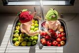 Children, apples, boy, girl, sink