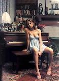 Piano girl 4a
