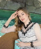 B&B Jigsaw Challenge: The Stunning Annika Noelle