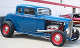 Ford rod 1932 blue with red wheels