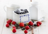 Milk-blueberries-and-sugar-in-bowl-between-strawberries1