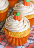 ^ Pumpkin Cupcakes with Cinnamon Cream Cheese Frosting