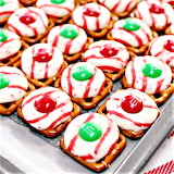 #Peppermint Christmas Candy Pretzel Squares