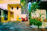 Haus mit Vespa