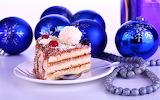 Cake with Christmas balls