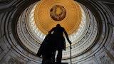 Pomnik Georgea Washingtona pod kopułą na Kapitolu