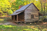 Old cabin Smoky Mountains - Photo by Mickey Estes from Pixabay
