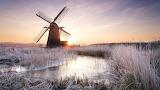 Windmill-in-frosty-sunrise-in-suffolk-england